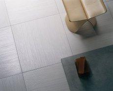 Іноді в процесі укладання виникає необхідність підрізати деякі плитки або щаблі з керамограніта.  Найчастіше це відбувається тому, що розміри приміщення не відповідають розмірам плитки.  Однак бувають і випадки, коли необхідно фігурно підрізати плитку.