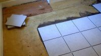 Як на дерев'яну підлогу покласти кахель?