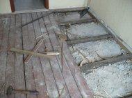 Перед укладанням плитки трухляві і згнилі дошки необхідно видалити