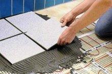 Плитка над теплими підлогами укладається звичайним способом