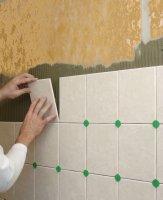 Плитковий клей на стіні