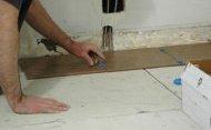 При укладанні плитки на ГВЛ скористайтеся спеціальним клеєм, який підходить для гіпсокартону