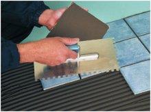 Процес укладання плитки